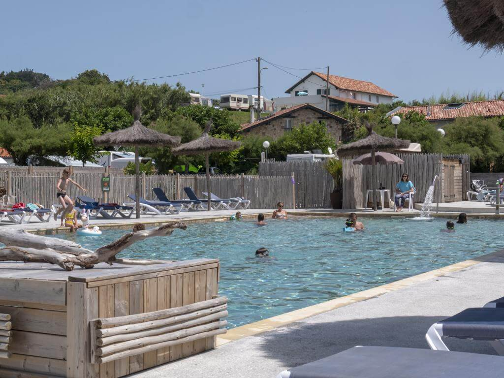 camping avec piscine ouvert jusqu'en novembre