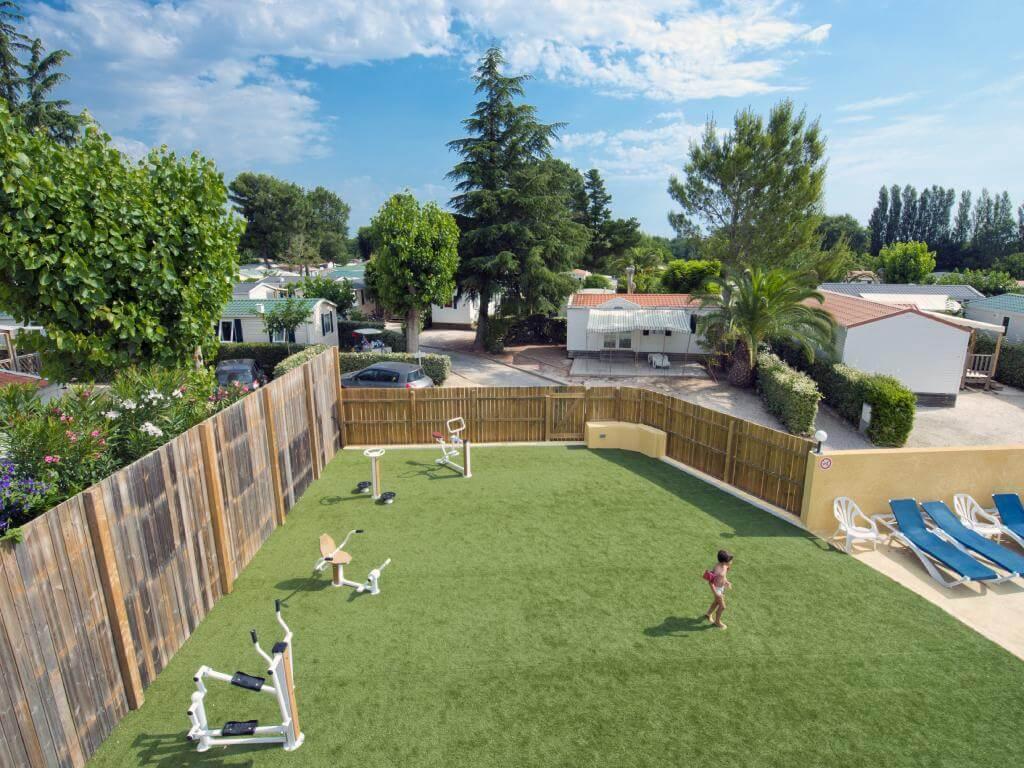 camping les Jardins Catalan avec aire de sport en extérieure