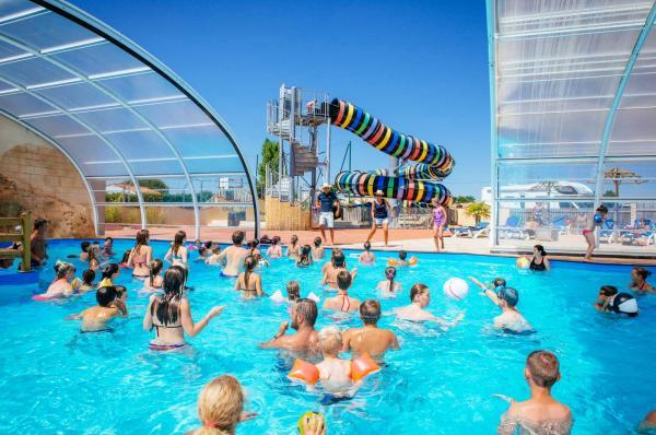 piscine du camping en Vendée proche des parcs pour enfants