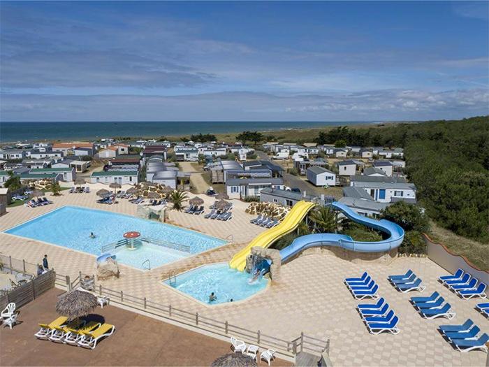 emplacement camping-caristes avec parc aquatique